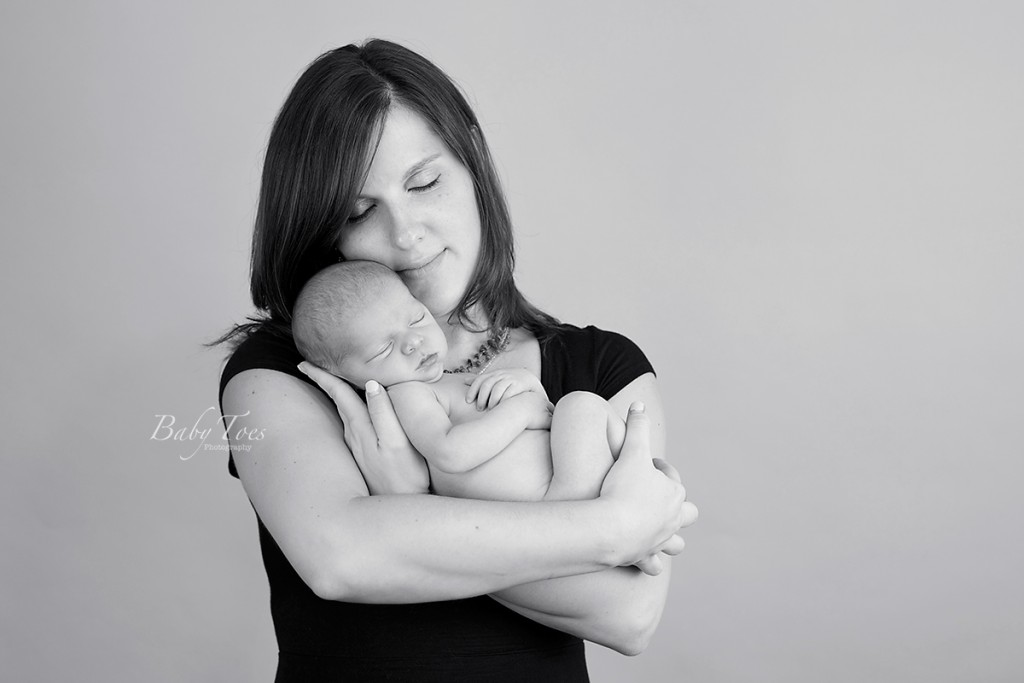 mom and newborn portrait