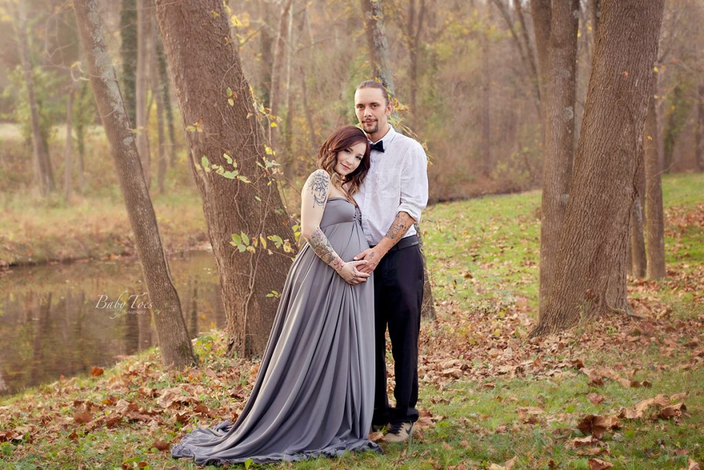couple outdoor maternity photos