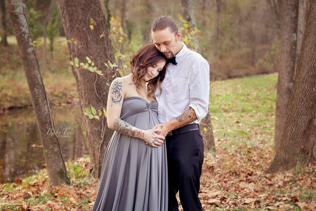 couple outdoor maternity session